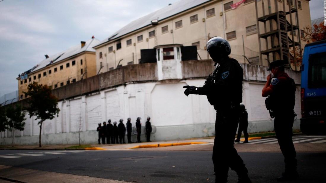 Argentina busca aislar a reos en riesgo por covid-19