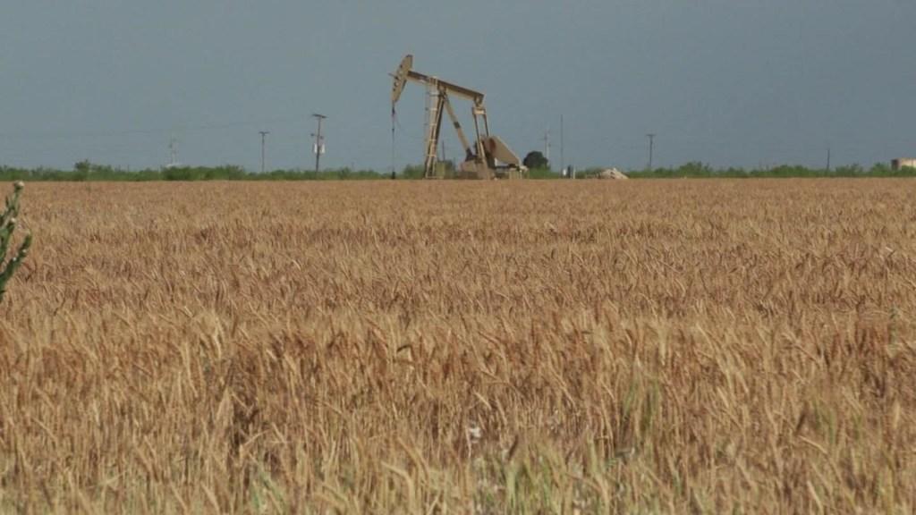 ¿Cómo afecta el covid-19 las comunidades que viven del sector petrolero en Texas?