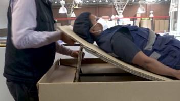 Crean camas de hospital que se transforman en ataúdes
