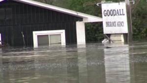 Inundaciones por ruptura de dos represas en Michigan