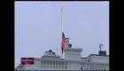 La bandera de EE.UU. a media asta para honrar a las víctimas del covid-19