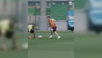 Mágico gol de Messi en el regreso a los entrenamientos