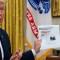 Trump amenaza a las redes sociales con un decreto