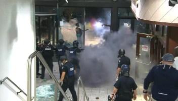 Este es el momento en el que lanzan objeto explosivo a CNN