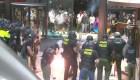 Repelen con gases vandalismo contra sede de CNN