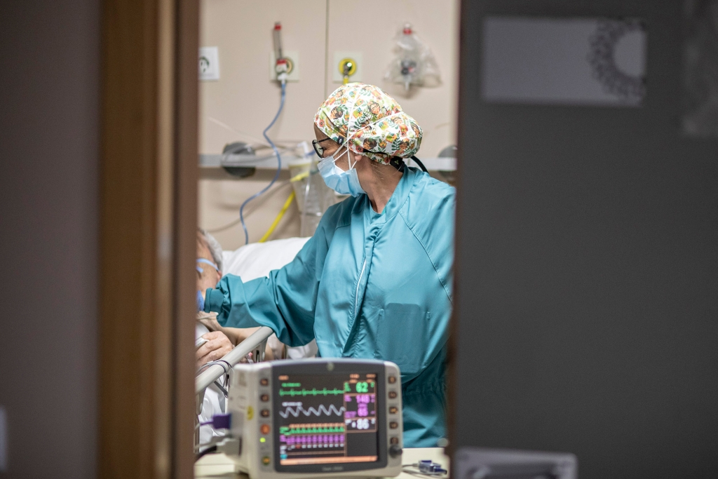 Healthcare personnel attend to a patients with Coronavirus at the urgency boxes of the Hospital Universitario Mtua Terrassa. April 30, 2020 in Terrassa, Barcelona in Spain. (Photo by Xavier Bonilla/NurPhoto via AP)