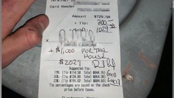 Un cliente deja una propina de US$ 1.300 para apoyar a un restaurante de Texas el día que volvió a abrir después del cierre del coronavirus