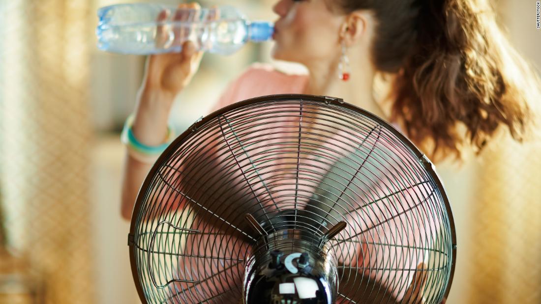 Cómo mantenerse fresco sin aire acondicionado este verano