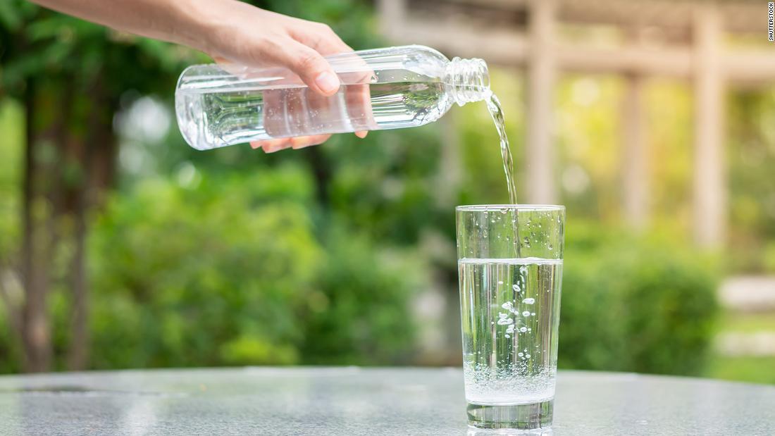 ¿Cuánta agua realmente necesitamos beber?