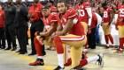 Jugador de la NFL pide que la liga contrate a Kaepernick