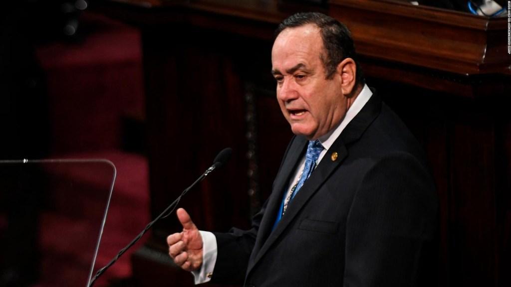 Hugo Monroy sale del Ministerio de Salud de Guatemala