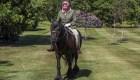 La reina Isabel II reaparece en un poni