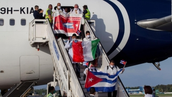 Médicos cubanos en Italia regresan a la isla
