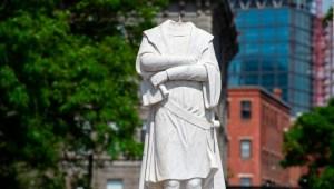 Vandalizan estatuas de Colón