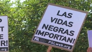 Latinos marchan en Los Ángeles contra la brutalidad policial