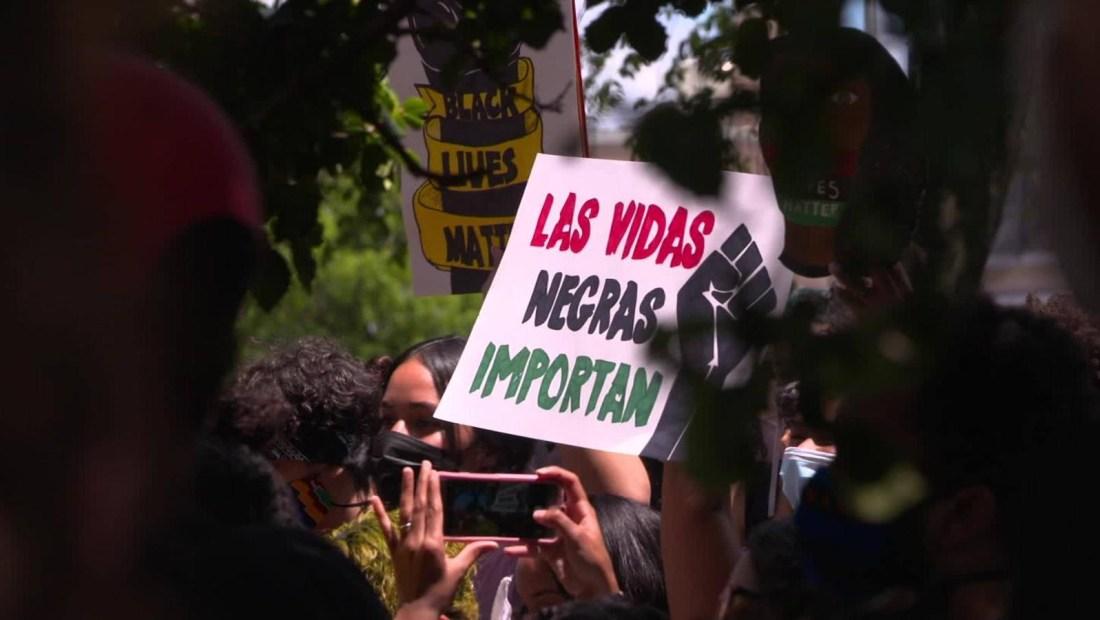 Hispanos levantan su voz contra brutalidad policial