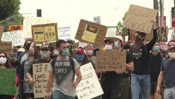 Piden desmantelar la policía de un distrito de Los Ángeles
