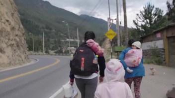 """""""Pensé que iba a morir en Lima con mis niñas"""": huyó por el covid-19"""