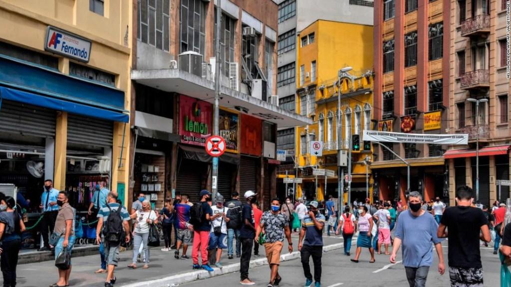 Las grandes ciudades de Brasil comienzan a reabrir, alimentando los temores de otra ola mortal de coronavirus