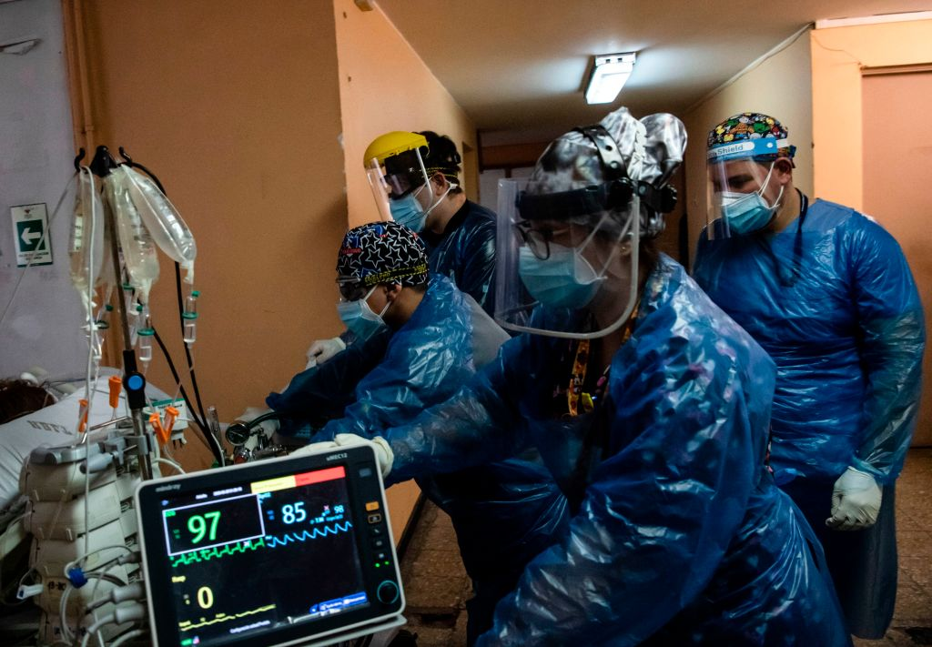 Nurses transfer a COVID-19 patient to the Critical Patients Unit, at Barros Luco Hospital, in Santiago, on June 24, 2020. - An increasing COVID-19 death toll is leaving the Chilean healthcare system on the blink of collapse. (Photo by Martin BERNETTI / AFP) (Photo by MARTIN BERNETTI/AFP via Getty Images)