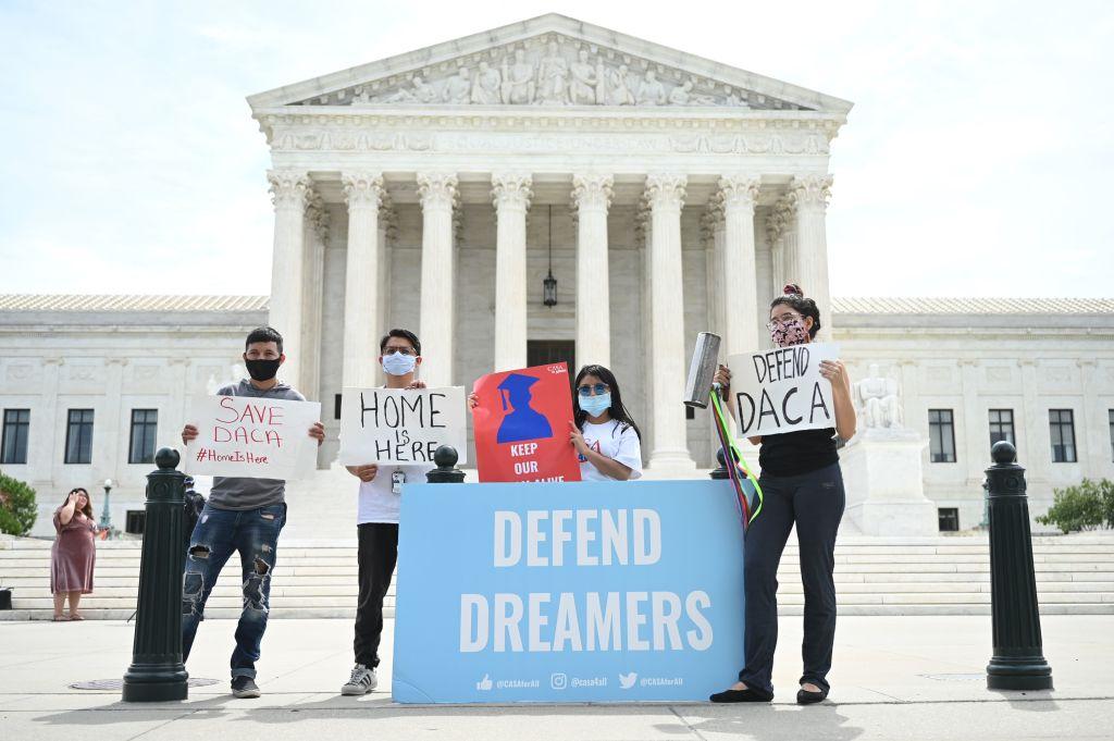 """""""Hoy voy a celebrar, pero mañana volveré a pelear"""", dice beneficiaria de DACA"""