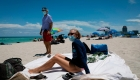 La Florida hace malabares para frenar el aumento de casos de covid-19