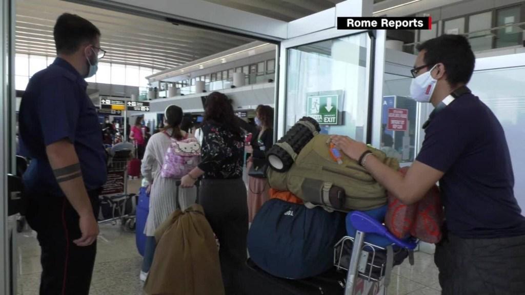 Italia mantiene la alerta en apertura de trafico aéreo