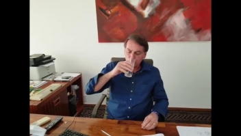 Bolsonaro publica video en Facebook tomando hidroxicloroquina