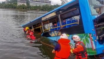 Conductor estrella bus y causa la muerte de 21 personas
