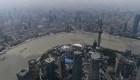 China crece más de lo esperado, mientras EE.UU. espera una contracción