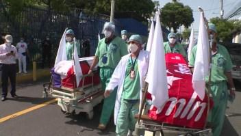 Trabajadores de la salud exigen nueva cuarentena en El Salvador