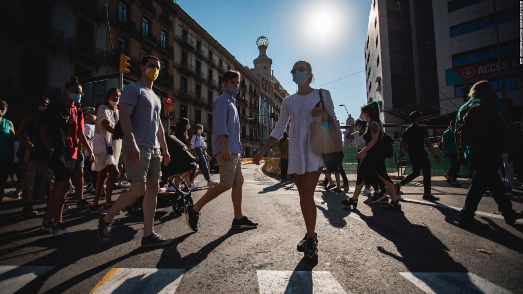 España toma medidas para evitar más brotes por coronavirus