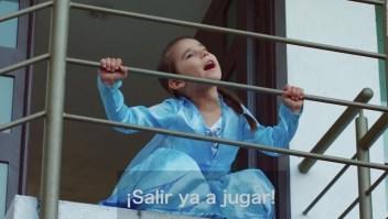 Dos niños cantan sus experiencias sobre la pandemia