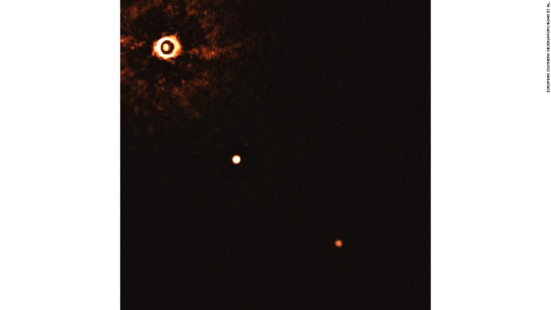 Científicos capturan la primera imagen de dos exoplanetas orbitando una estrella similar al Sol