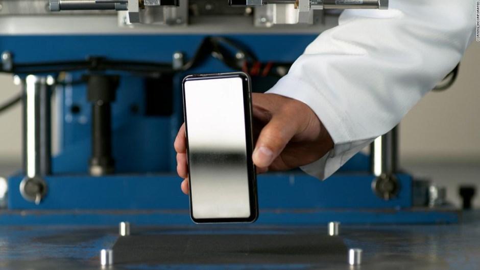 Este nuevo vidrio de pantalla de celular puede soportar caídas de casi dos metros