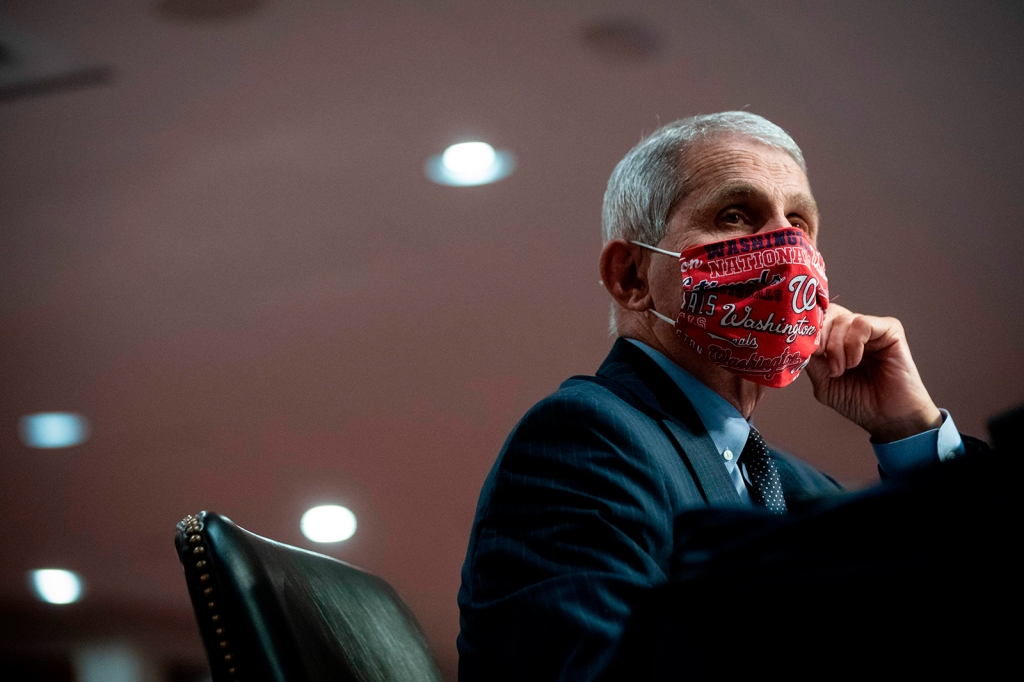 """Fauci """"muy a favor"""" de mandatos locales sobre máscaras"""