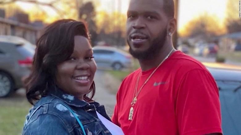 Un error clave de cálculo de los policías contribuyó a la trágica muerte de Breonna Taylor