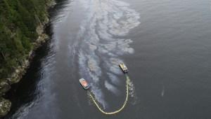 Naufragio de hace 52 años está derramando petróleo