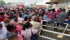 En plena pandemia, filas inmensas por apoyos