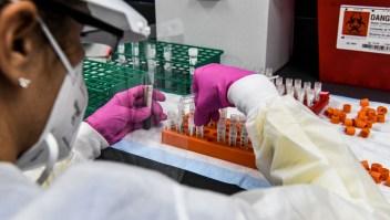 Reino Unido aprueba la vacuna de Pfizer-BioNTech; estará disponible la próxima semana
