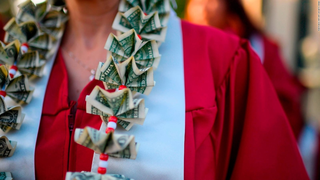 ¿Cuáles son los retos de condonar la deuda estudiantil?