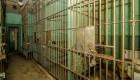 Venden una casa con una cárcel adentro