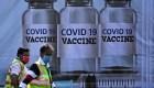 """""""¿Y nosotros qué?"""": hispanos denuncian poco acceso a vacunas"""