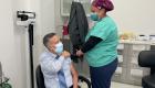 Trabajadores de clínicas comunitarias reciben vacuna