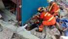 Buscan sobrevivientes del terremoto en Indonesia