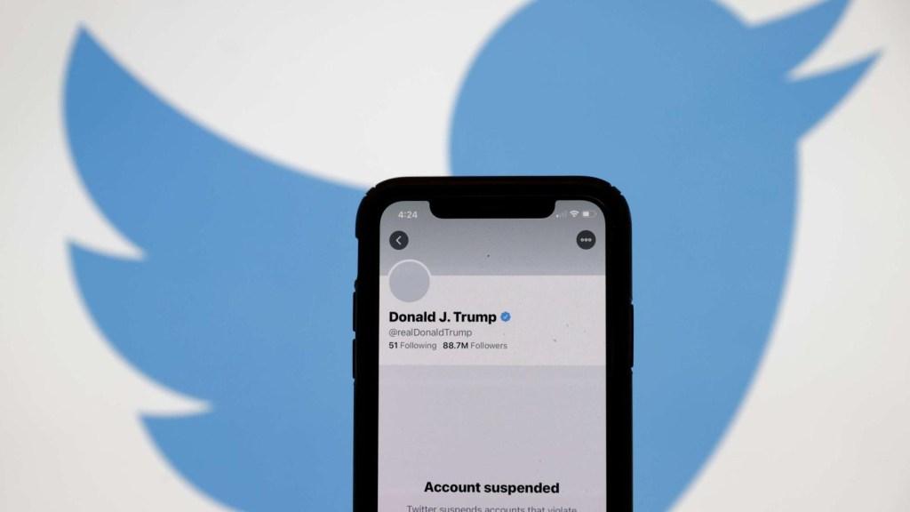 Twitter bloquea a Trump y desinformación cae drásticamente