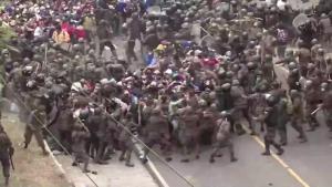 Caravana de migrantes fue detenida por Ejército y Policía