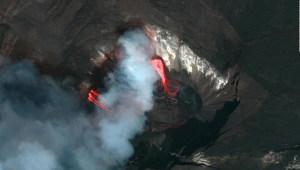 Mira este lago de lava en la cima del volcán Kilauea