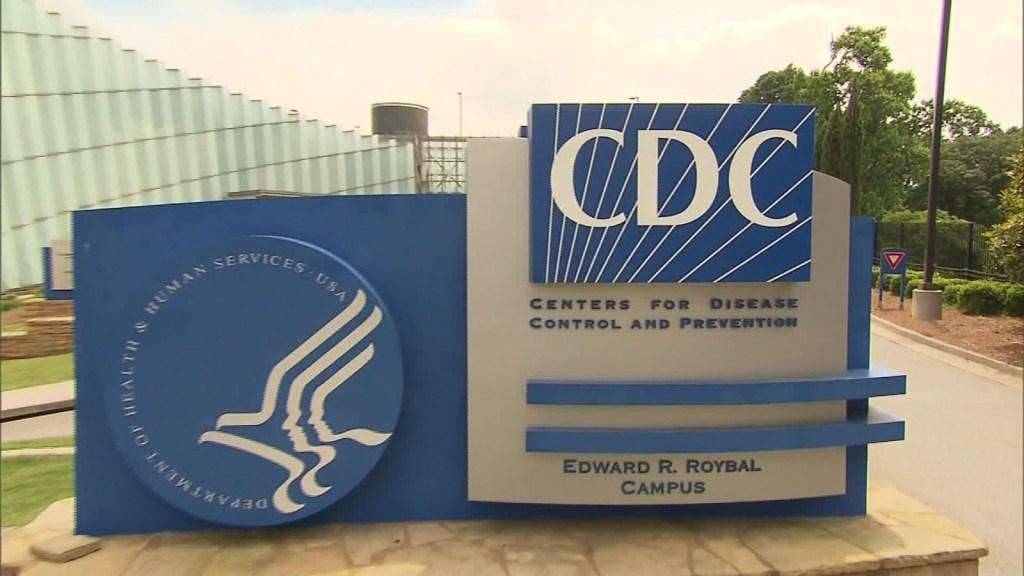 CDC revisan datos de variante de covid-19 de Reino Unido
