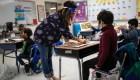 Vuelta a clases presenciales enfrenta a gobiernos y maestros